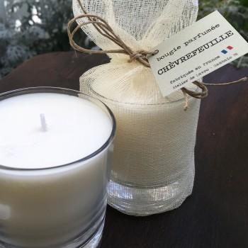 Bougie parfumée «Chèvrefeuille» dans son pochon de coton ivoire